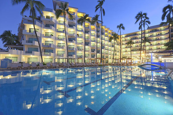 crown-paradise-golden-hoteles-en-puerto-vallarta-con-playa